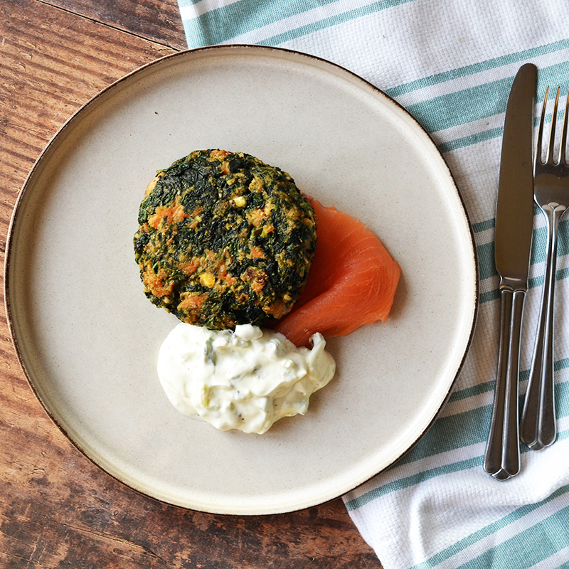 Spinach, salmon and feta hot cakes